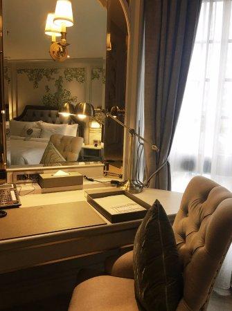 Salil Hotel Sukhumvit Soi 11: 客房梳妝台
