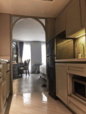 Salil Hotel Sukhumvit Soi 11: 小廚房(微波爐,咖啡機,熱水壺)