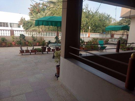 Rukmavati Guest House: TERRACE GARDEN ON  FIRST FLOOR