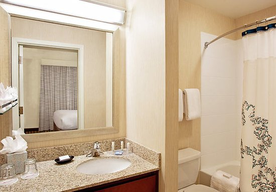Residence Inn Sacramento Airport Natomas: Suite Bathroom