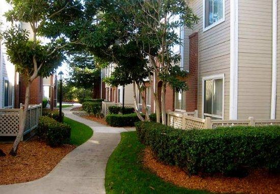 Residence Inn Sacramento Airport Natomas: Hotel Grounds
