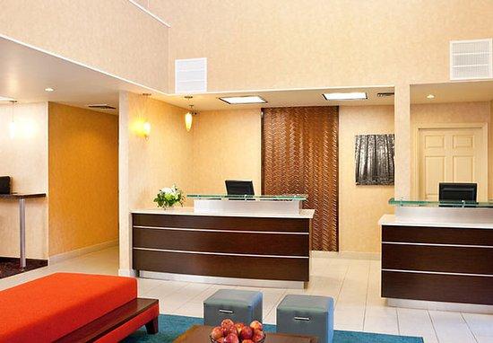 Residence Inn Sacramento Airport Natomas: Front Desk