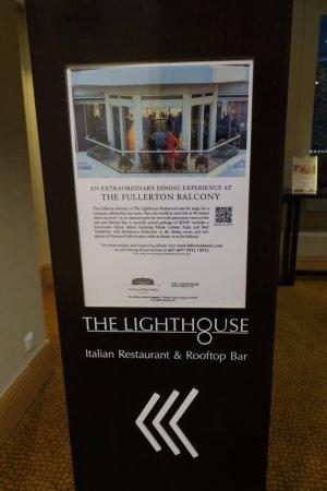The Lighthouse Restaurant & Rooftop Bar: この看板を頼りに