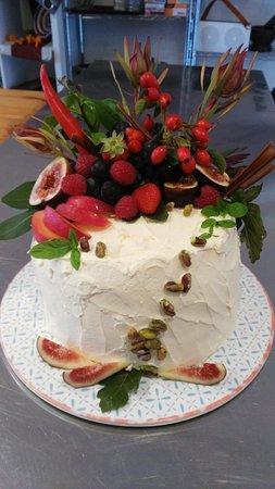 Kyneton Food Studio: Gluten free white chocolate velvet cake
