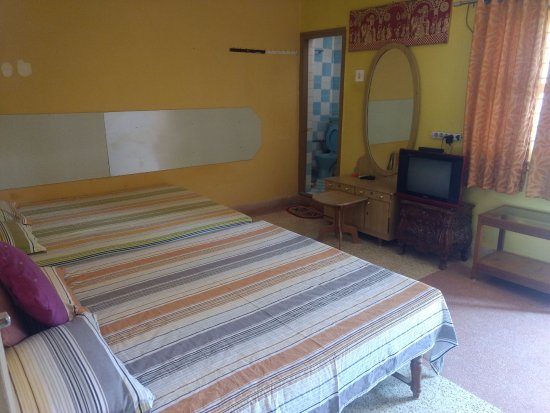 Rukmavati Guest House: ROOM NO. 4 ON FIRST FLOOR WITH BALCONY