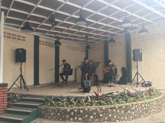 Bakoel Karasa: Live Music Stage