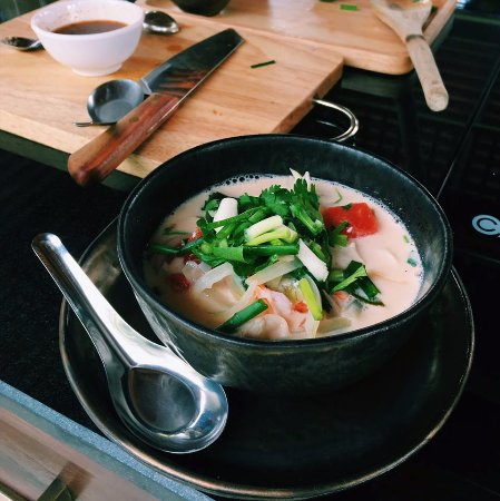Saraphi, Tailandia: First course: Coconut soup