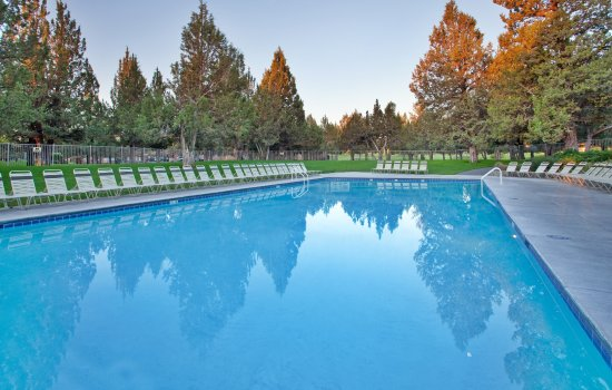 The Lodge at Eagle Crest: Make a Splash in the Outdoor Resort Pool at the Resort Sports Center