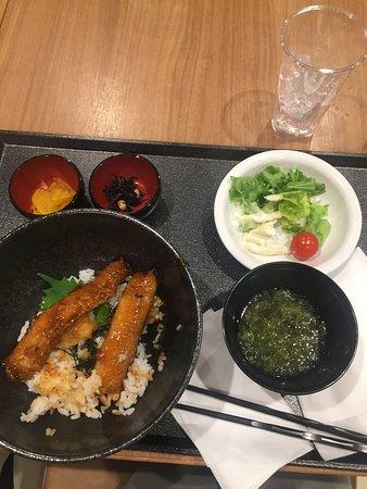 Dormy Inn Abashiri: 無料の夕食、秋刀魚の蒲焼丼