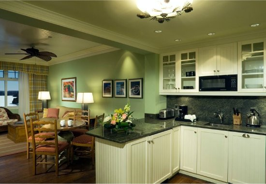 Minett, Canada: One-Bedroom View Suite Kitchen