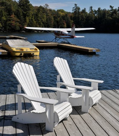 Minett, Canada: Resort Boat Dock Seating Area