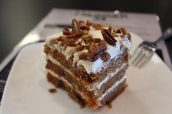 Hangar 54 Grill: Carrot cake.