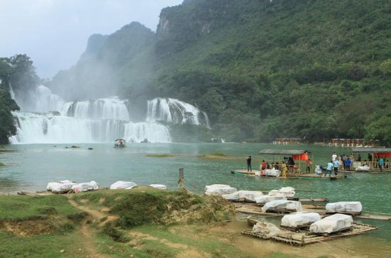 Lac de Ba Be Ban Gioc Waterfall...