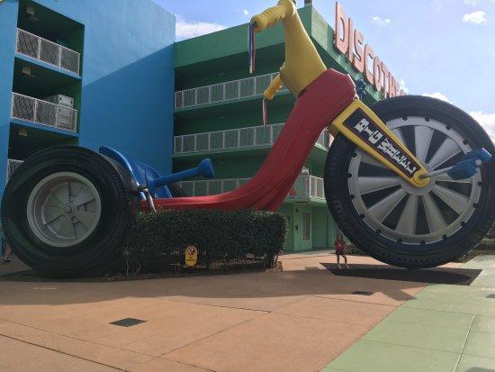 Disney's Pop Century Resort: Large big wheel 70s section