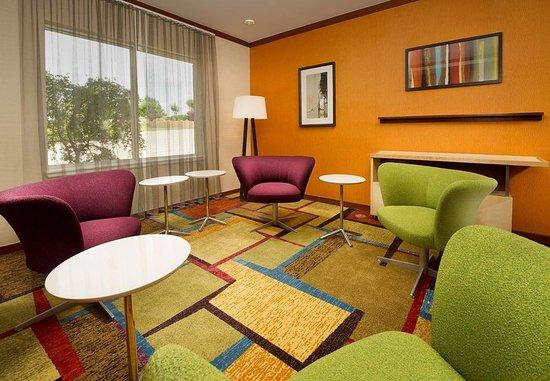Marshall, TX: Lobby Conversation Area