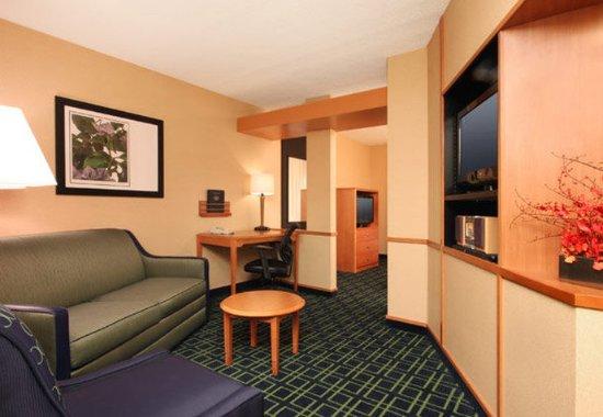 Avenel, NJ: Executive Suite Living Area