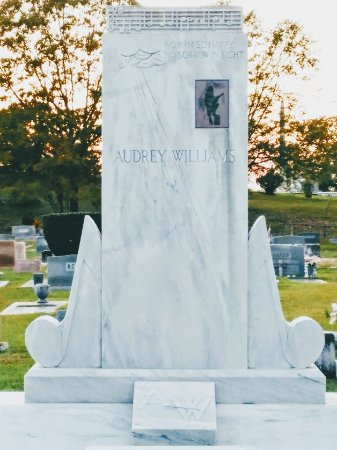 Hank Williams Memorial - Oakwood Annex Cemetery: 1113171643~2_large.jpg
