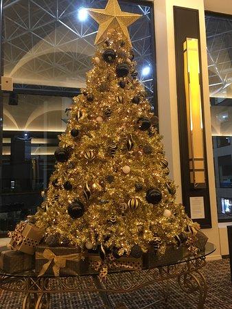 ゴールドのクリスマスツリー