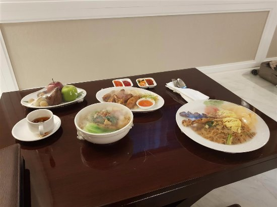 Best Western Premier Panbil: Room service!