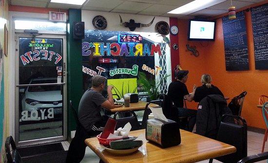 Mariachi's Tacos: dining area & front door