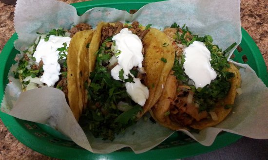 Mariachi's Tacos: tacos - chicken and fish