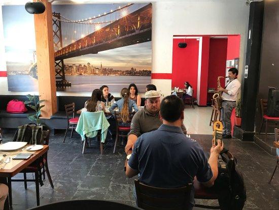Monroe: Excelente ambiente y comida de primer nivel