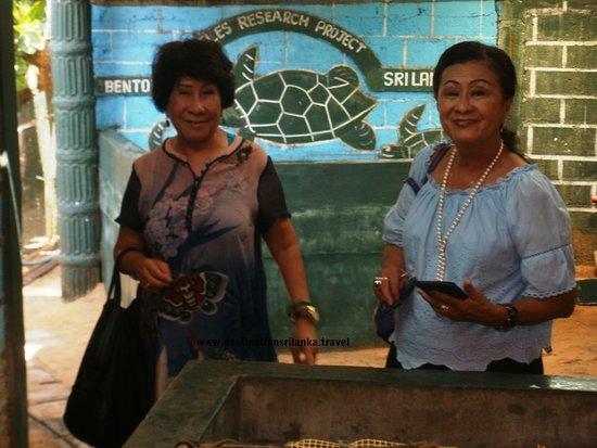 Destination Sri Lanka: Our guests at a Turtle Hatchery
