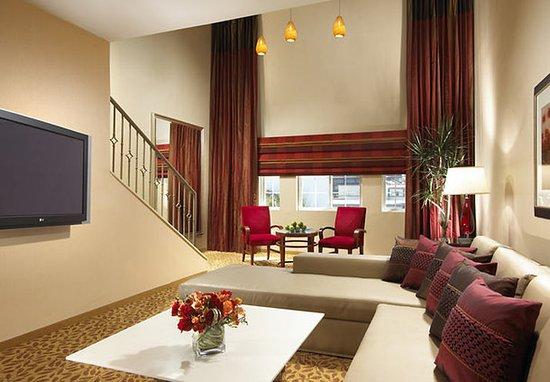 San Mateo, كاليفورنيا: Loft Suite Living Area
