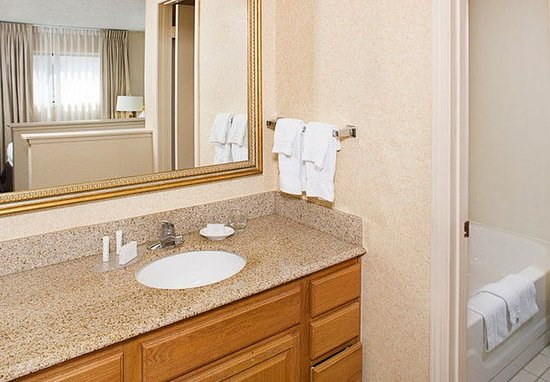 Suite bathroom picture of residence inn detroit troy for Bathroom suites direct
