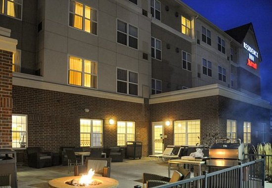 Residence Inn Colorado Springs North/Air Force Academy: Outdoor Terrace