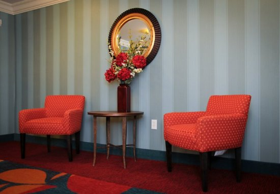 Residence Inn Colorado Springs North/Air Force Academy: Lobby Seating Area