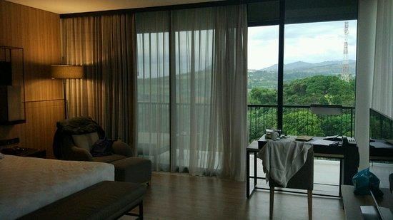 Royal Tulip Gunung Geulis Resort and Golf: suasana kamar dengan pemandangan pegunungan