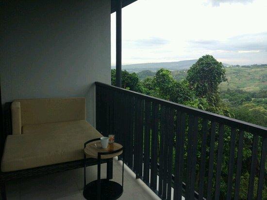 Royal Tulip Gunung Geulis Resort and Golf: balkon kamar