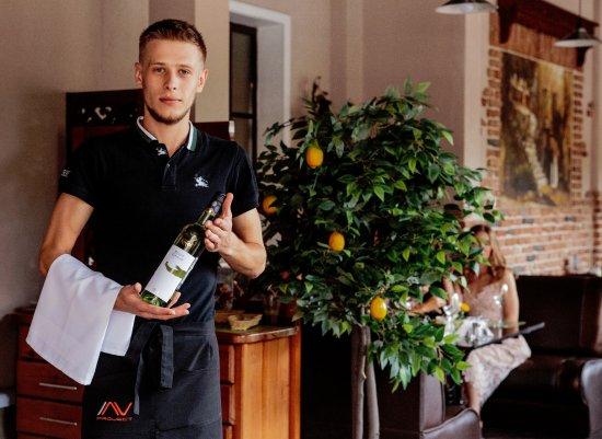 Trattoria Palermo: Вежливые официанты помогут в выборе не только блюд, но и вин