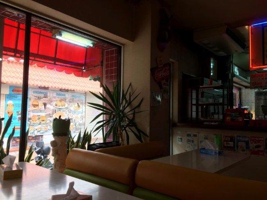 Gate 1: 店内。6年前もこの席に知人と座っていました。