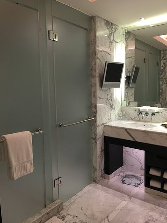The Sands Macao: A spacious bathroom suite