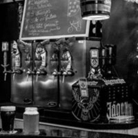 Bikers Pub: 6 torneiras de chopp artesanal