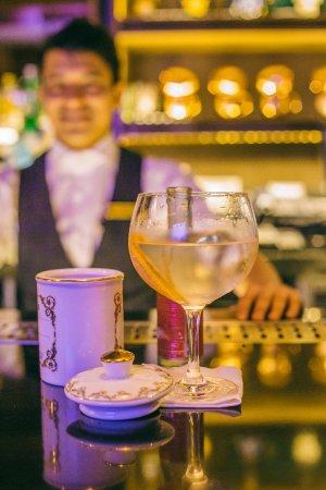 Grappa, Shangri-La's Eros Hotel: Bar Counter