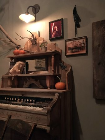 Cerrillos, NM: Cozy interiors