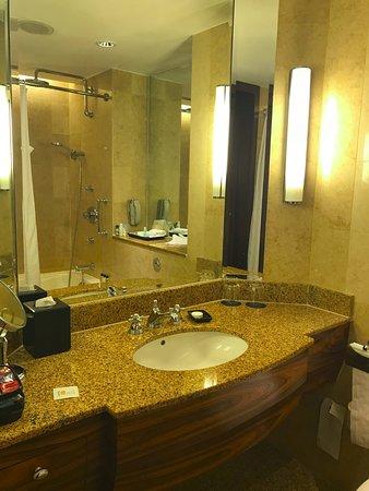Sheraton Towers Singapore: Bathroom