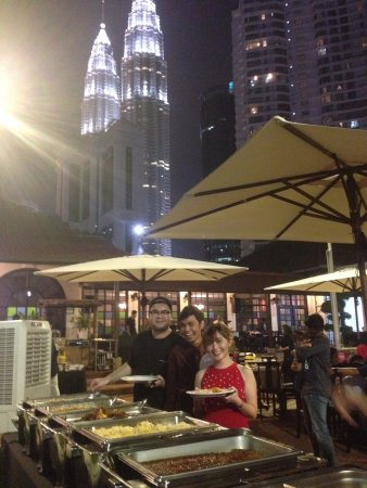 WOW KL: Our courtyard is the perfect venue for small events. Picturesque view of KLCC Twin Tower