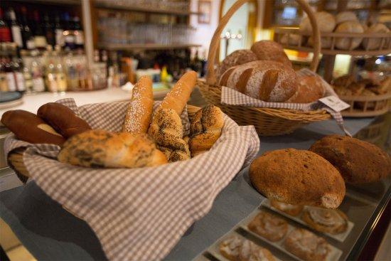 Trins, Austria: frisches Brot - Bäckerei Aste