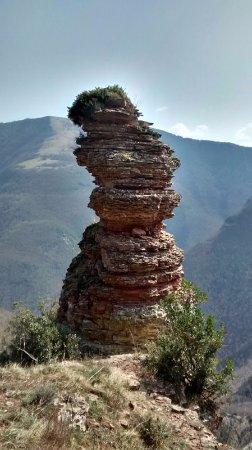 Pianello, Italy: è un pinnacolo di roccia formatosi grazie all'azione erosiva degli eventi atmosferici