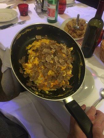 Meldola, อิตาลี: uova al tartufo