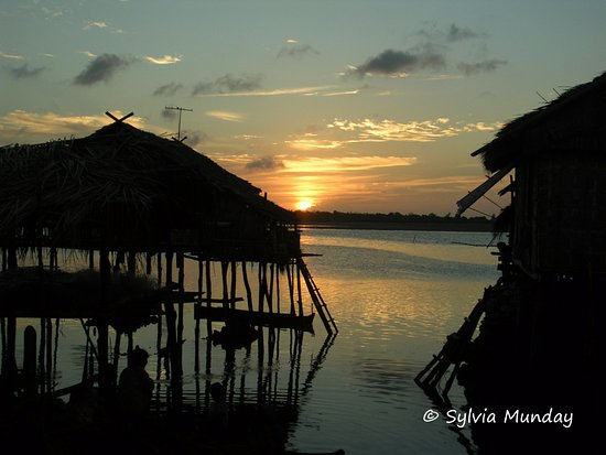 Pulau Hoga, Indonesia: The Bajo village at Sampela just across the channel is a great tour option