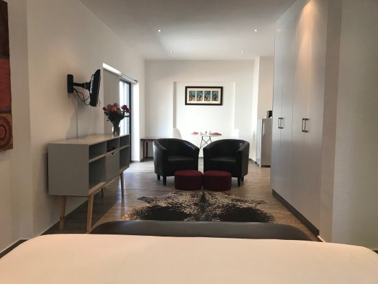 51 On Camps Bay Guesthouse: Patio Self-Catering Suite