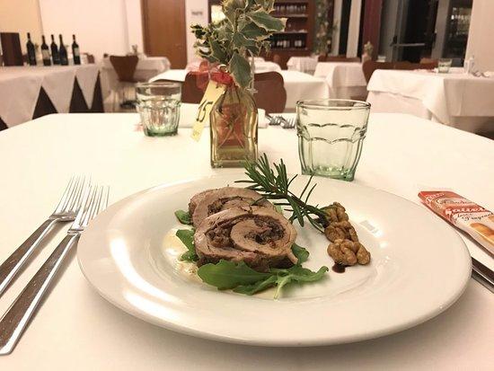 Vigasio, Italien: Filetto di maiale con lardo aromatizzato, prugne e noci