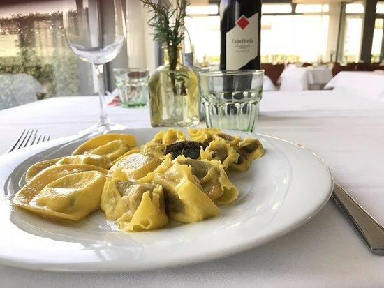 Vigasio, Italien: Tris di Tortelli Tortellini classici della tradizione, Tortelli al tartufo e Tortelli al Morlacc