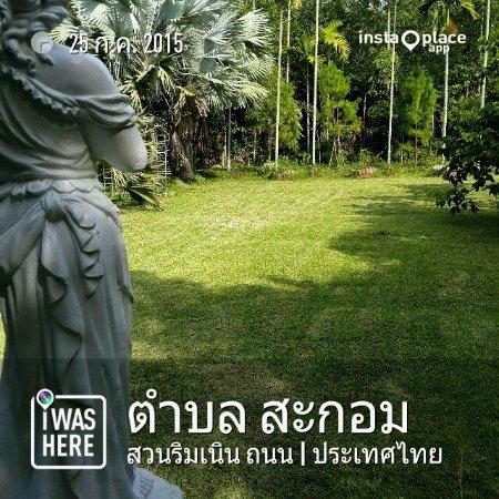 Thepha, Thailand: สนามหญ้าในสวน