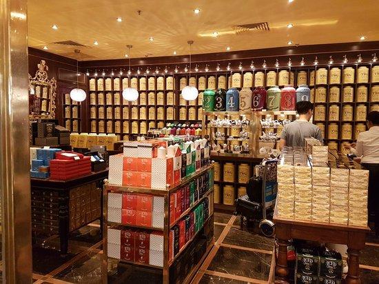 Starbucks Changi Airport Terminal 1: 20171102_190842_large.jpg